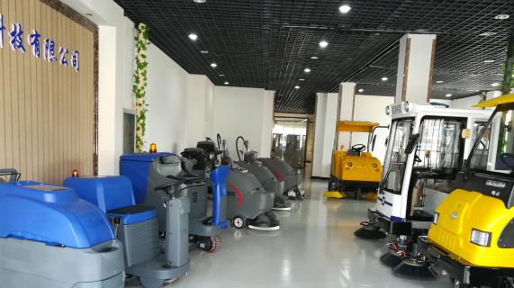全自动洗地机拥有传统清洁方式无可比拟的清洁优势